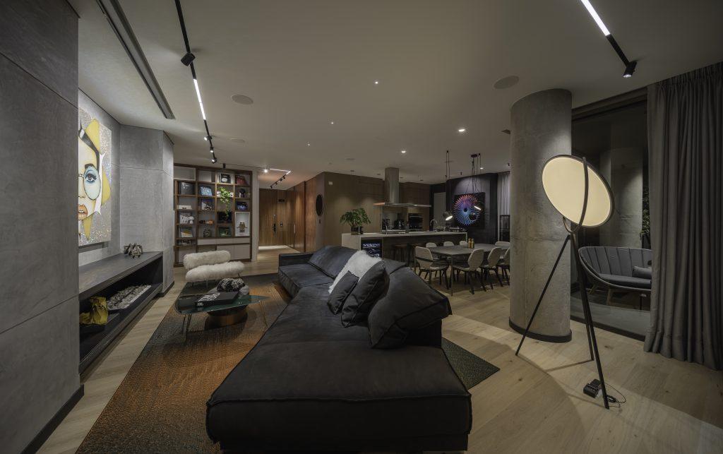 Un apartamento al norte de Bogotá en el que la luz y los objetos son protagonistas